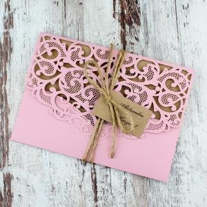 Różowe, rustykalne, eko zaproszenia ślubne w kształcie koperty