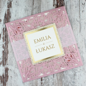 Różowe, ażurowe zaproszenia z aplikacją i brokatem