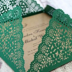Zielone zaproszenia z motywem kwiatowym w stylu rustykalnym-3