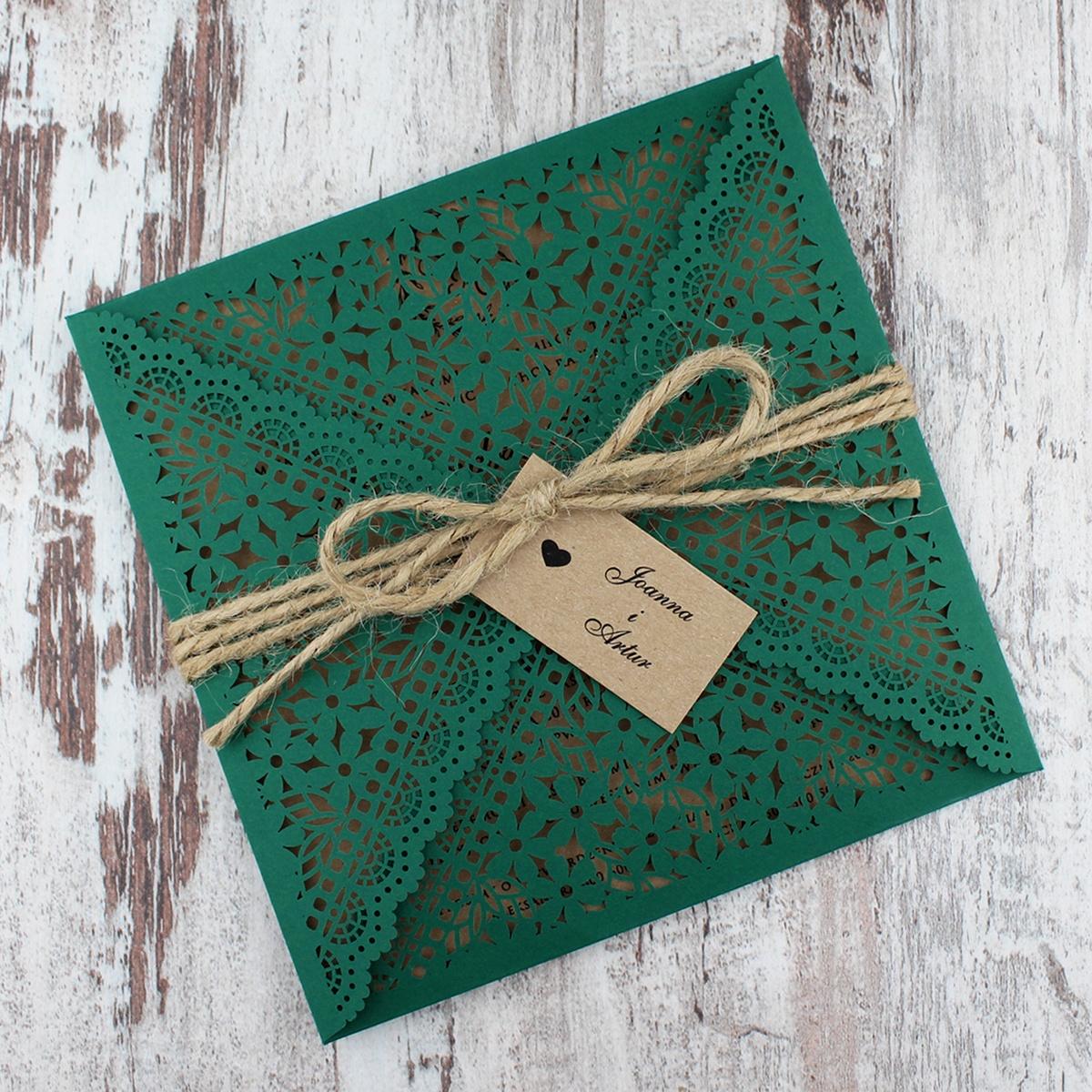 Zielone zaproszenia z motywem kwiatowym w stylu rustykalnym