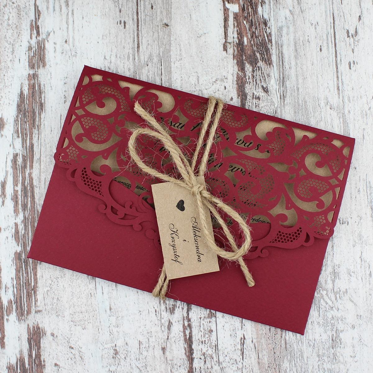 Bordowe, rustykalne, eko zaproszenia ślubne w kształcie koperty