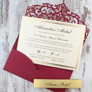 Bordowe, ażurowe zaproszenia ślubne w kształcie koperty2