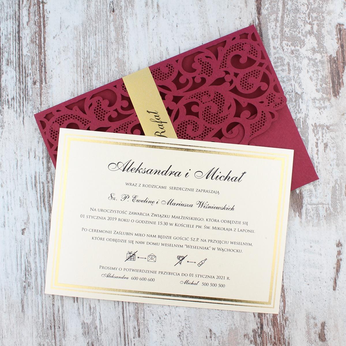 Bordowe, ażurowe zaproszenia ślubne w kształcie koperty4